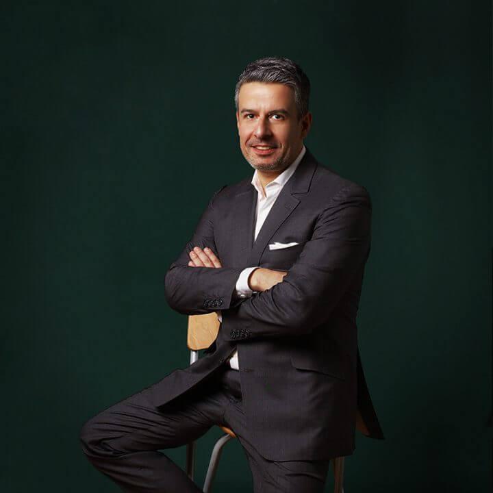 Portrait of Dimitri Tsamados, consultant at Eric Salmon & Partners